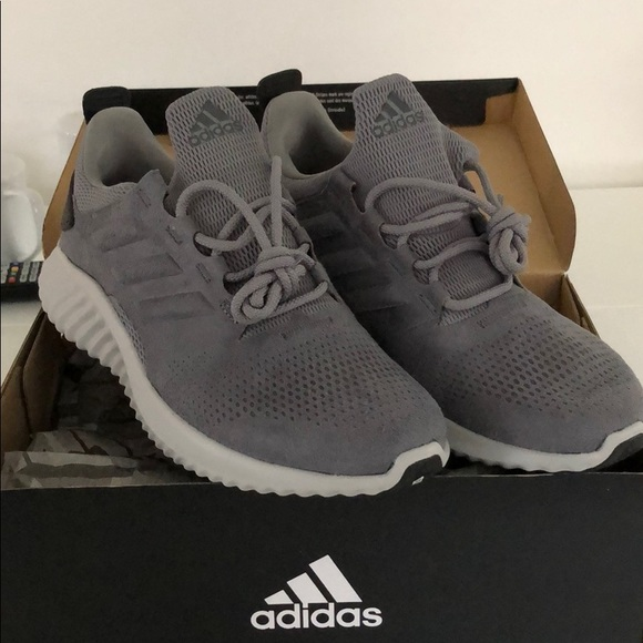 huge discount a80bf 5dd71 Adidas Grey AlphaBounce City Running Shoes Size 8 NWT